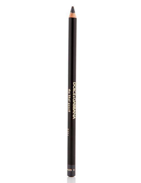 <p>'The Khol Pencil', de <strong>Dolce &amp&#x3B; Gabbana</strong>. Aplícalo en la línea de agua y en el párpado superior, elevando el trazo al llegar al lagrimal para hacer un rabillo fino.</p>