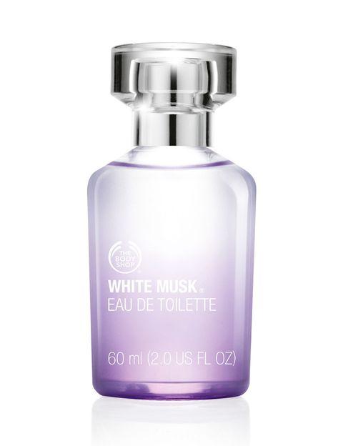 <p>Si fuiste adolescente en los años 90, sabes de lo que hablamos... El perfume <strong>White Musk</strong> de <strong>The Body Shop </strong>se creó en 1981 y desde entonces ha sido un superventas. El perfume original se ha reinventado con diferentes versiones, en las que siempre se ha respetado el espíritu 'cruelty free' del original: 'White Musk' fue el primer perfume en emplear almizcle sintético, lo que evita tener que sacrificar ciervos para su elaboración.</p>