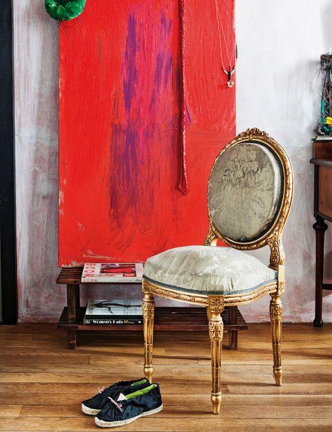 <p>El cuadro es obra de la propia Mabel y la silla, heredada.</p>