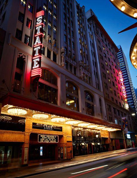 <p>Este hotel-boutique que, como su propio nombre indica, está en el centro de la ciudad australiana de Sydney te sorprenderá por su pasado: antes de albergar 200 habitaciones era un teatro. Aunque ahora está completamente renovado, la fachada mantiene sus luces de neón como recuerdo.</p>