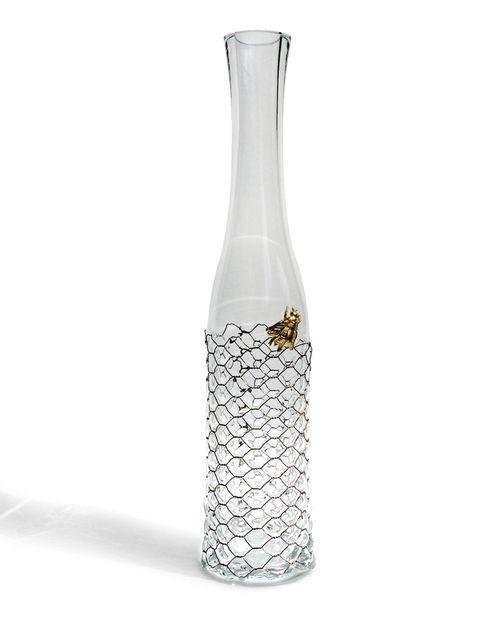 <p>Esta espectacular botella de vidrio soplado es obra de Vanessa Mitrani y responde al nombre de Bee. </p>