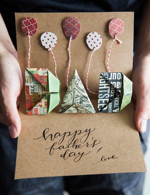 "<p>Esta <a href=""http://www.allthingspaper.net/2013/06/diy-origami-pop-up-fathers-day-card.html"" title=""tarjeta"" target=""_blank"">tarjeta</a> se convertirá en un objeto para el recuerdo porque aunque es algo difícil de realizar, es muy, muy bonita.</p>"