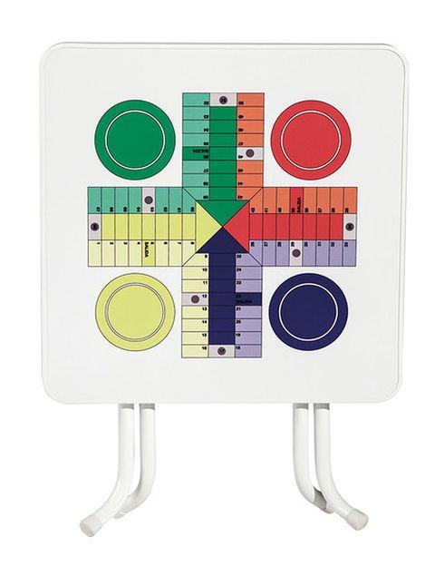 <p>Disfruta de una partida con esta mesa cuadrada plegable, con patas metálicas y tablero decorado con juego de parchís (85 €).</p>