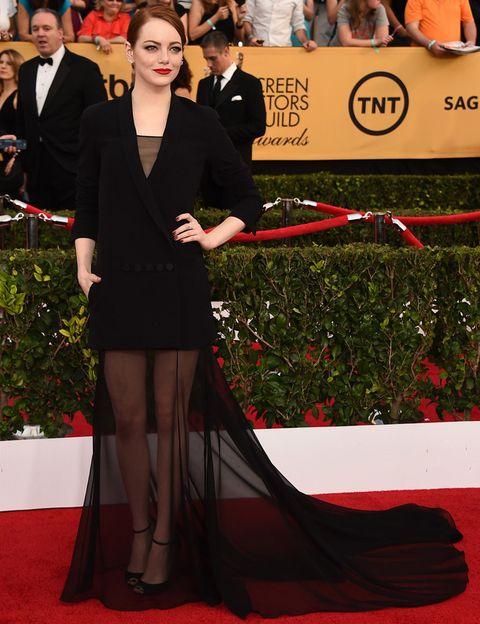 <p>Espectacular<strong>Emma Stone</strong> en los Screen Actors Guild Awards 2015 de negro con un vestido que jugaba con las transparencias de<strong>Christian Dior Couture</strong>, zapatos de la misma firma y joyas de<strong>Repossi</strong>. Una semana más, es sin duda la mejor.</p>