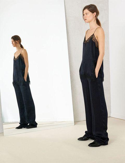 <p>La lenecería sale a la calle en forma de dress code noche, en Zara.</p>
