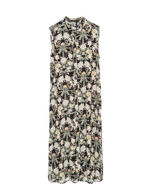 <p>Una de las opciones que te dan las tendencias de este año son las camisas largas, de tejido muy ligero y con aberturas. Es de <strong>Zara.</strong></p>