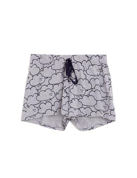 <p>Nos encanta este pantalón corto lleno de nubes en las que perdernos.&nbsp;</p>
