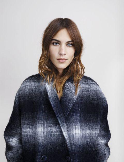 <p>Un abrigo oversize con forma cocoon, de corte masculino que encaja perfecramente con su estilo.</p>