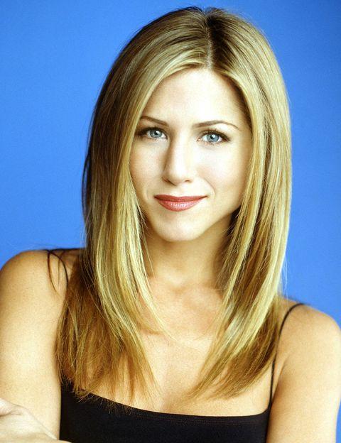 <p>El estilo de Rachel, y sobre todo su peinado, fue uno de lo más imitados durante la emisión de la serie.&nbsp;</p>