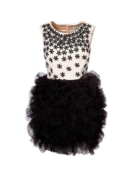 <p>Vestido con falda de capas y tul negro (219,95 €).</p>