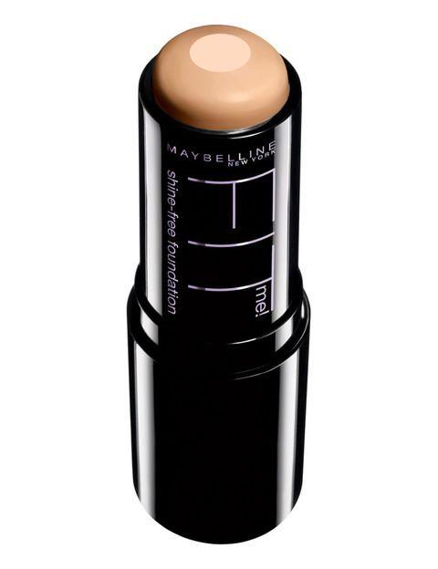 <p>'Fit Me Stick 2 en 1' (9,95 €), de <strong>Maybelline</strong>. Maquillaje en barra con núcleo matificante. </p>