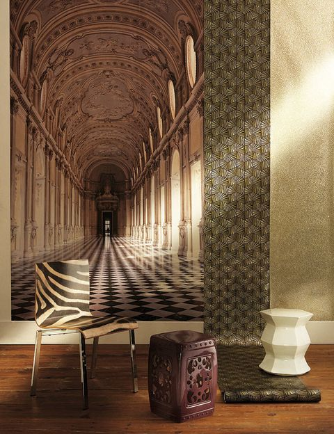 <p><strong>Panorámico.</strong> Papel pintado So Wall Monumental, en 1,50x2,80 m, 195,85 €, de la firma Casadeco.</p><p><strong>Verde y dorado.</strong> Modelo Berkeley, de Zoffany, 129,94 €, en Gastón y Daniela.</p><p><strong>Con efecto glitter.</strong> En dorado, colección Chic, 164,22 €, de Coordonné.</p><p><strong>Con print animal.</strong> Silla, 295 €, en Usera Usera.</p><p><strong>Cerámico.</strong> Taburete color berenjena, 136 €, en Detana.</p><p><strong>De diseño irregular.</strong> Asiento blanco, 130 €, de venta en Usera Usera.</p>