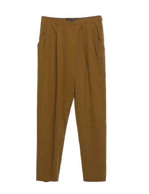<p>Pantalones tipo 'baggy' con pinzas laterales, de <strong>Zara</strong> (29,95 €).</p>