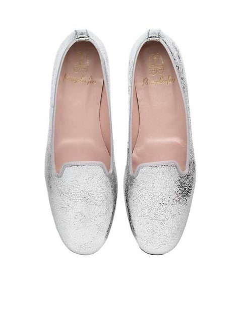 <p>'Slippers' plateados con remate en gris, de <strong>Pretty Loafers</strong> (155 €).</p>