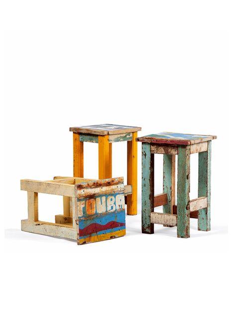 """<p>De madera reciclada traída de diferentes cajones y customizados por<strong> Ramón Llonch</strong>, para <a href=""""http://www.artlantique.com/es/coleccion.htm"""" target=""""_blank"""">Artlantique.</a> ¿El varlo diferencial? Son fabricados en África.</p>"""