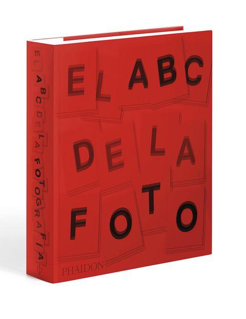 <p>En su espectacular edición revisada, 'El ABC de la foto' (Phaidon, 49,95 €) recorre, en más de 500 imágenes, la historia de la fotografía: desde pioneros como Daguerre hasta mitos como Capa e iconos como Leibovitz.</p>