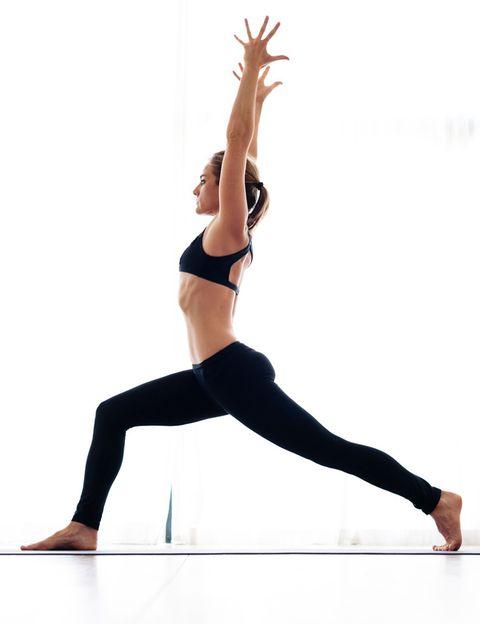 <p>&nbsp;</p><p>Desde mantras a música hindú, chill o suave, las clases de Yoga Vinyasa resultan mucho más amenas y motivadoras porque suelen impartirse con música. <strong>Algunos profesores también emplean música terapéutica</strong>&nbsp;(cuencos tibetanos, cuencos de cuarzo, hang…), que aumenta y equilibra la energía. Durante la relajación final también suele utilizarse música suave o sonidos de la naturaleza, lo que ayuda a quienes tienen problemas para cerrar los ojos y desconectar.</p><p>&nbsp;</p>