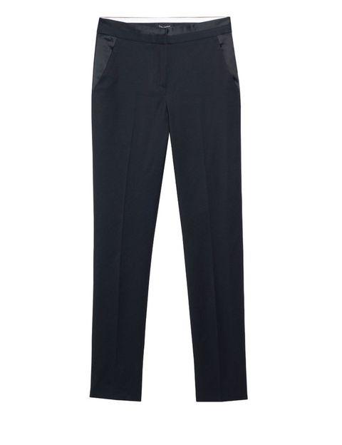 <p>Pantalón tipo esmoquin en negro, de <strong>Tara Jarmon</strong>.</p>