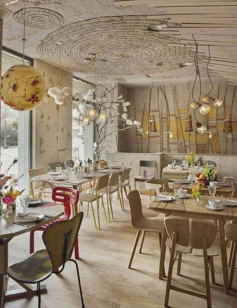 <p>Un paraíso ecofriendly repartido en tres espacios: restaurante, colmado y zona de niños, decorados con piezas de diseñadores como Tom Dixon o Tusquets.</p><p><strong> Trafalgar, 22, Madrid, tel. 914 47 41 38. Precio medio: 25 €.</strong></p>