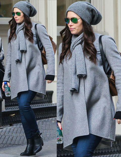 <p>Jessica Biel también será mamá primeriza el próximo año junto a Justin Timberlake. De momento la actriz se sirve de los abrigos para disimular su estado en sus street style.</p>
