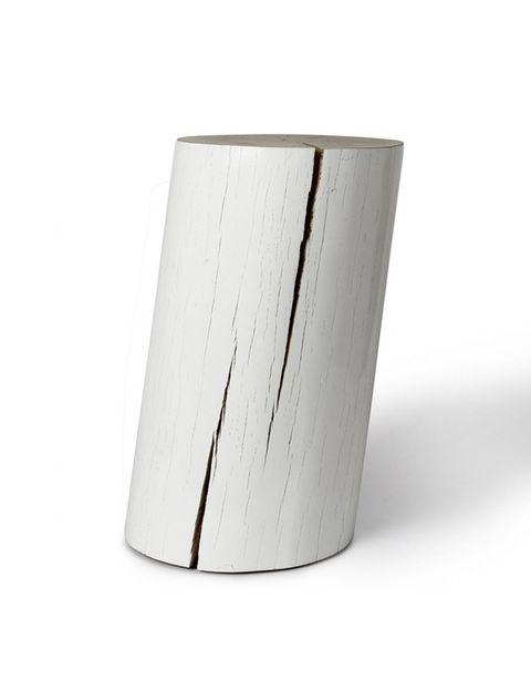 """<p>Asiento o mesa auxiliar realizada a partir de un tronco de haya, lacada después en color blanco. De <a href=""""/edicion/gallery/683159/(offset)/de%20haya%20lacada%20en%20negro%20o%20blanco%20de%20la%20marca%20Gervasoni."""" target=""""_blank"""">Batavia</a> (197 €).</p>"""