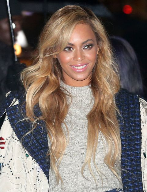 <p>Otra reina de la canción que es guapa a más no poder esconde un complejo físico: sus orejas. <strong>Beyoncé</strong>&nbsp;las considera demasiado grandes, y estamos seguras de que con todo lo bonito que tiene para enseñar y transmitir ningún humano se ha fijado en esas pequeñas partes de su cuerpo.&nbsp;</p><p>También se le hace difícil a veces las críticas respecto a su cuerpo y curvas, como dijo una vez: 'escribí Bootylicious porque en ese tiempo subí de peso y la presión de la gente para que bajara era insoportable, la presión por estar delgada es increíble'.</p>