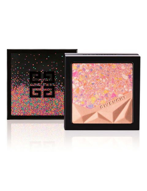 <p>'Le Prisme Visage Color Confetti' (55,5 €), con nácares para atenuar los signos de fatiga. De <strong>Givenchy</strong>. </p>