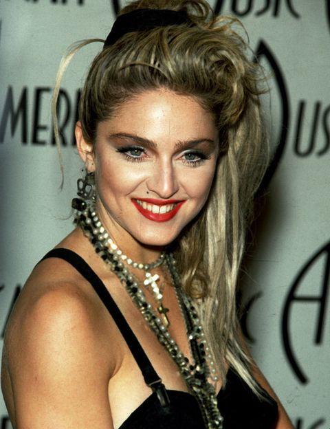 <p>Madonna ha podido pasar por diferentes estilos de moda, pero en nuestras retinas siempre aparece su look más ochentero.</p>