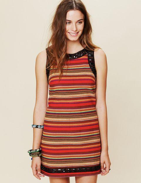 "<p>Puedes copiar a la it girl y conseguir el mismo vestido en <a href=""http://www.freepeople.com/FP-New-Romantics-Tapestry-Shift-Dress"" target=""_blank""><strong>Free People</strong></a> por 136,65 €.</p>"