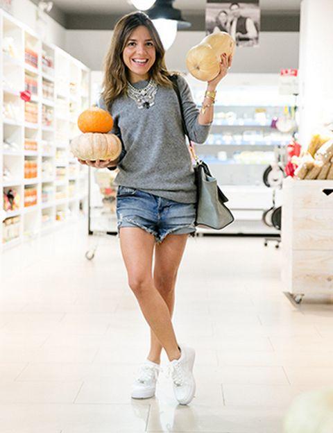 """<p></p><p>Detrás de este blog de lifestyle está <strong>Paula Ordovás, periodista y relaciones públicas de moda</strong>. Tanto en Instagram como en su blog podrás sus consejos de moda, nutrición y entrenamiento. De hecho, en su blog encontrarás los canales Foodies y Workout, donde verás <strong>desde sus lugares preferidos para comer y comprar sano, hasta rutinas de entrenamiento</strong> con su entrenadora personal. Además, Paula es una apasionada del running. ¿Uno de sus últimos descubrimientos? La app Nike+Running en Spotify. <i>mypeeptoes, <a href=""""http://www.mypeeptoes.com"""" target=""""_blank"""">mypeeptoes.com</a></i></p><p></p>"""