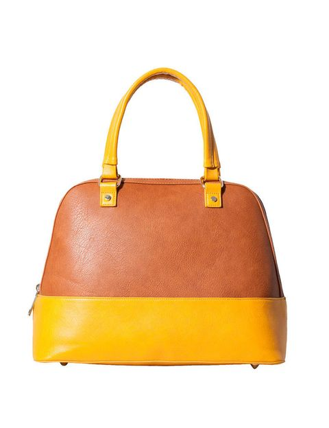 <p>Con asa y base en tono amarillo canario, de <strong>Stradivarius</strong> (25,95 €).</p>