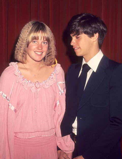 <p>Casi de niña la actriz acudió al evento de los premios 'After Dark' con Robbie Benson.</p>