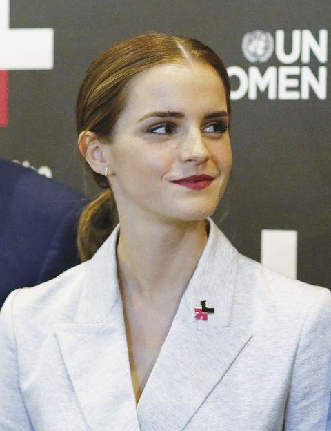<p><strong>Por la igualdad entre sexos</strong> <br />Diez minutos bastaron a la actriz el 22 de septiembre en la ONU para dinamitar los tópicos sobre el feminismo («¿por qué es una palabra tan incómoda? No somos antihombres»), reclamar la igualdad de oportunidades en todo el planeta («ninguna nación la ha conseguido») y exigir la implicación de los varones: «Esta lucha es vuestra también».&nbsp&#x3B; </p>