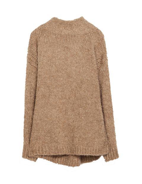 <p>Jersey camel fabricado en 'mohair', de <strong>Zara</strong> (antes: 39,95 €; ahora: 15,99 €).</p>