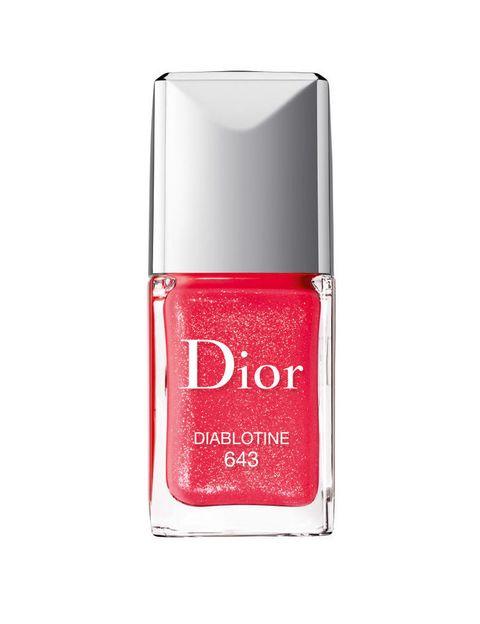<p>'Dior Vernis'. laca de uñas en el tono 'Diablotine', rojo con destellos. De <strong>Dior</strong>. </p>
