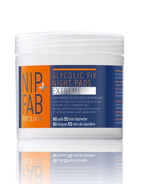 <p>Mejora el <strong>tono y textura</strong> de la piel con las toallitas exfoliantes de <strong>Glycolic Fix </strong>de<strong> NIP+FAB</strong> (12,95 €), impregnadas en <strong>ácido glicólico y hialurónico</strong>&nbsp;(ambos antiedad) estimulan la renovación celular, logrando una tez más tersa y luminosa.</p><p>Un producto 'low' directo al neceser.&nbsp;</p>