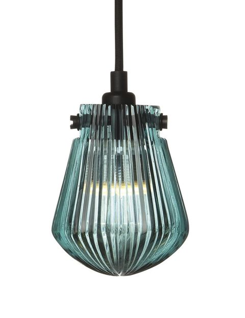 <p>Nos encanta el alma artesanal de la lámpara Bead, de Tom Dixon, que se inspira en las burbujas de vidrio fundido que salen del horno listas para ser sopladas. </p>