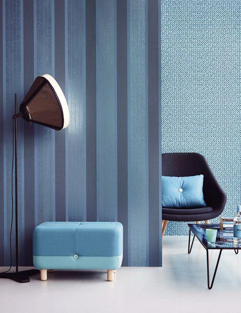 <p>¿Quieres un salón a la última? Ficha los prints geométricos en azules intensos de los papeles pintados Clover, de Eijffinger en Coordonné. </p>