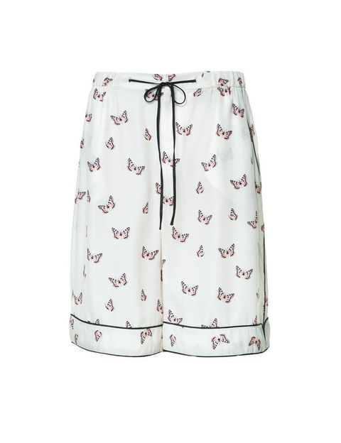 <p>Bermudas estampadas de estilo pijama, <strong>de Zara, 22,95 €.</strong></p>