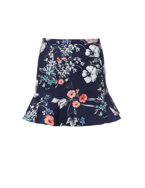 <p>Falda con vuelo de flores,<strong> de Zara, 22,95 €.</strong></p>
