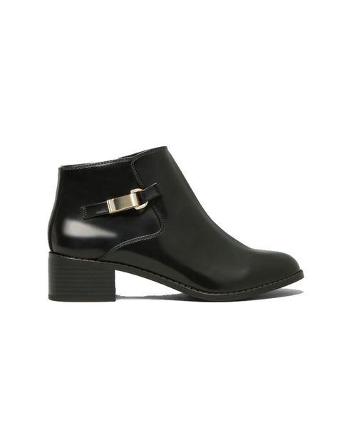 <p>&nbsp;¡Quién no necesitas unos botines negros al tobillo? Te sorprenderá que estos cuestan tan solo 29,99 € en <strong>Pull&amp;Bear.</strong></p>