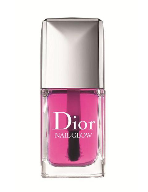 <p>La colección de primavera de <strong>Dior </strong>también incluye este 'Nail Glow', un esmalte de tratamiento de aspecto 'candy' que en una pasada revela un resultado de manicura francesa.</p>