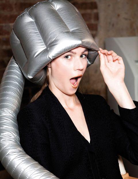 """<p>Un gesto tan habitual como secarse el pelo puede cambiar por completo tu look. Si hasta ahora no le has dedicado toda la atención que merece, cambia el chip en 2015: no te pierdas nuestra <a href=""""http://www.elle.es/belleza/pelo/pelo-peinados-styling/secador"""" target=""""_blank"""">guía de 'styling'</a> y descubrirás más de un mito en torno a esta práctica. ¡Empieza a hacerlo bien!</p>"""