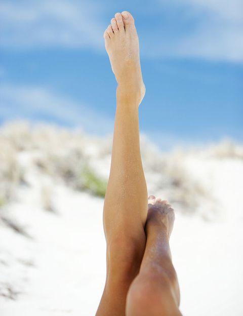 <p>La adiposidad localizada, en cambio, 'altera estéticamente el contorno de la piel, se localiza normalmente en las cartucheras y tiene origen hereditario en la gran mayoría de los casos', cuenta la experta. 'También puede aparecer en la papada, brazos, rodillas, abdomen, espalda… Y, sobre todo, no produce dolor'.</p>