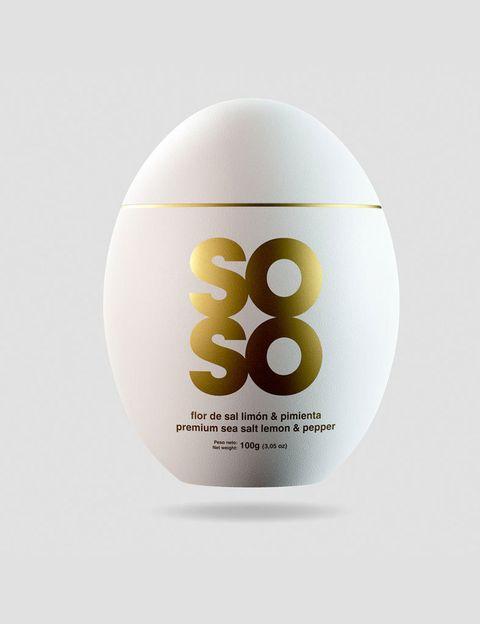 """<p>Soso Factory te propone dar un toque cool y sof sticado a tus platos con esta f or de sal natural, limón y pimienta ahumada a la madera de nogal (<a href=""""http://www.sosofactory.com/"""" target=""""_blank"""">sosofactory.com</a>, 10 €).</p>"""