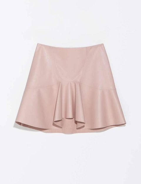 <p>Pieza de polipiel en rosa empolvado, de <strong>Zara</strong> (25,95 €).</p>