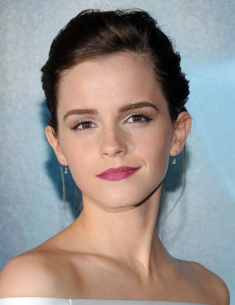<p>En ocasiones, Emma se atreve con fórmulas fuera de lo común: en una de sus últimas apariciones, la actriz optó por maquillar sus labios en color púrpura. ¿El veredicto? Acierto total. </p>