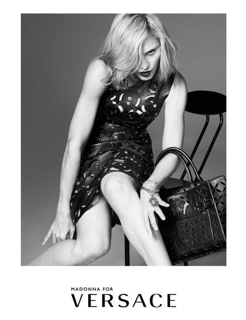 <p>Donatella ha dicho de ella que es &quot&#x3B;uno de los más auténticos iconos de moda. Estoy encantada de tener a mi amiga como rostro de<strong> Versace</strong> para la primavera de 2015&quot&#x3B;.</p>