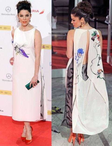 <p><strong>Juana Acosta</strong> se ha marcado un Emma Watson en los Globos de Oro y nos ha sorprendido con un diseño blanco con prit de flores que dejaba toda la sorpresa para la parte trasera del vestido. El vestido y los zapatos naranjas eran de <strong>Christian Dior Otoño Invierno 2013-2014</strong>, mientras que el clutch verde era de <strong>Carolina Herrera</strong> y las joyas de <strong>Magerit</strong>.</p>