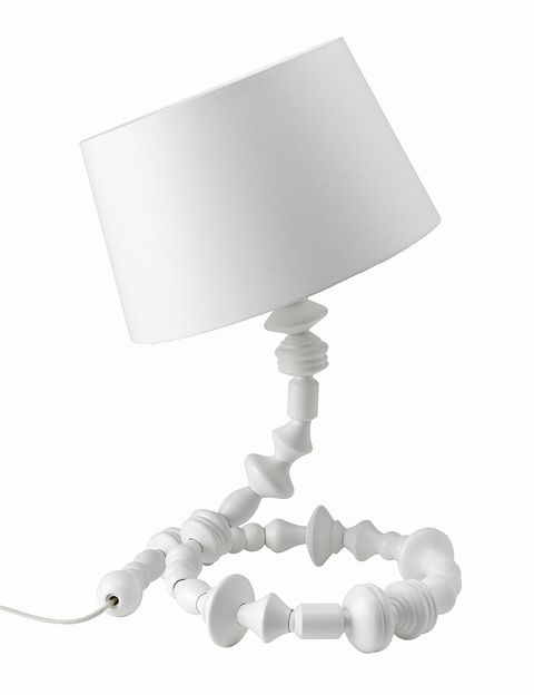 <p>Lámpara Svarva, regulable en altura, de la colección Ikea PS, que también incluye una versión de pie. </p>